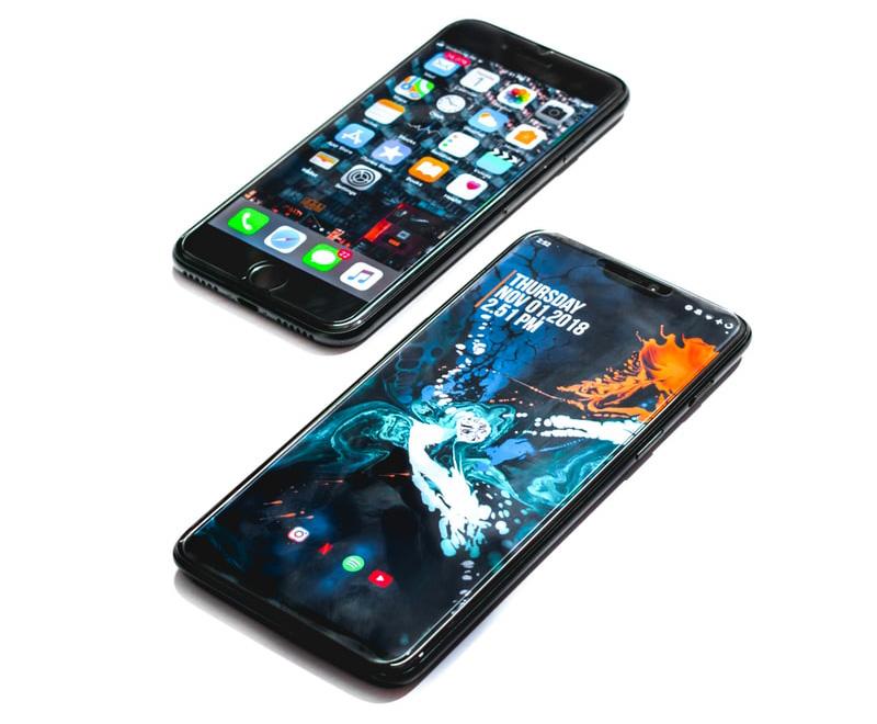 Photo de deux téléphone portables